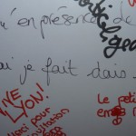 french writing on a whiteboard