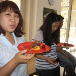 international students enjoying french food