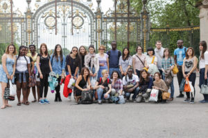 Students visiting the Parc de la Tête D'Or in Lyon